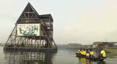 مدرسة عائمة في الماء بنيجيريا