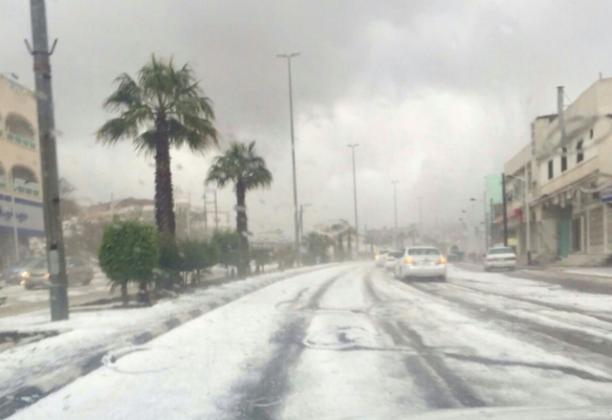 مدني-الباحة-ينقذ-اشخاص-من-الامطار 4