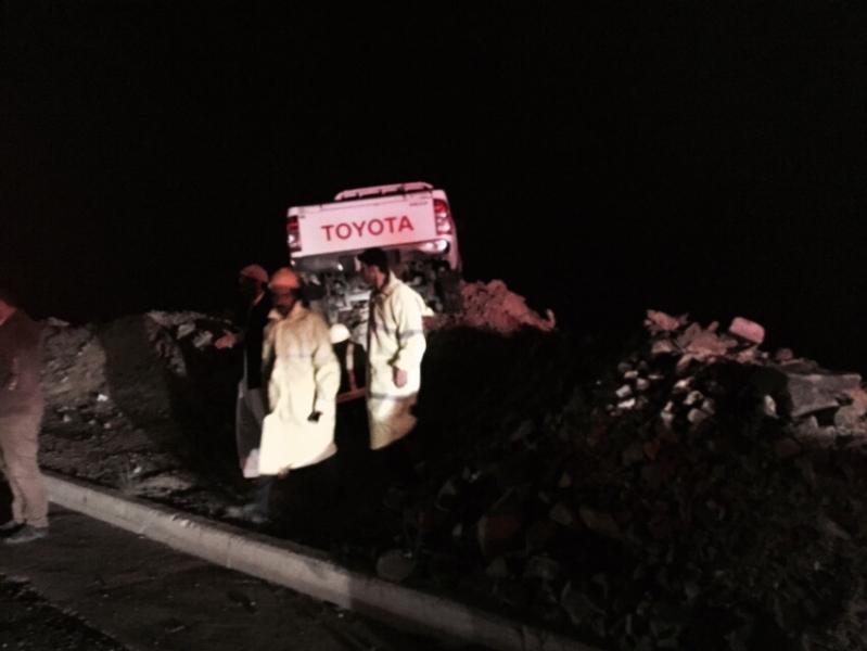 مدني الباحة ينقذ يمني وابنه من سقوط مركبتهم بعقبة الباحة