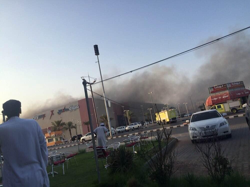 مدني #الخرج يخمد حريقًا هائلًا بمجمع #جو_مول التجاري (1)