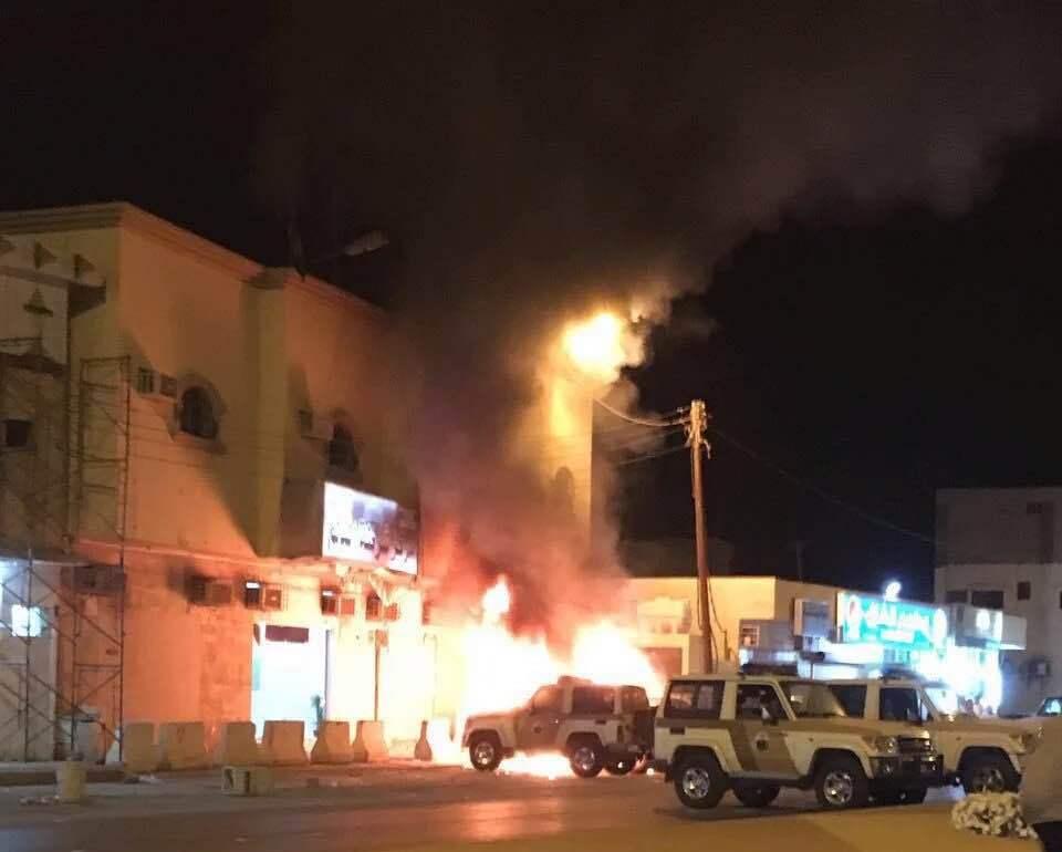 مدني الدلم يخمد حريق اندلع في مركبات للشرطة  (1)