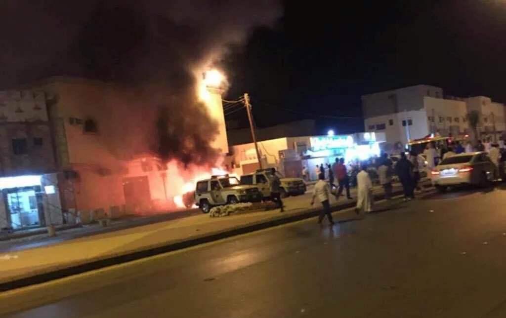 مدني الدلم يخمد حريق اندلع في مركبات للشرطة  (2)