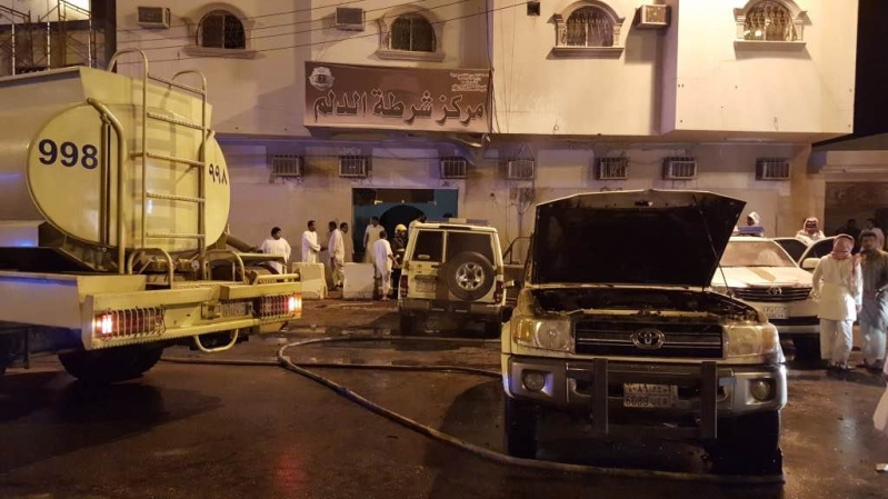 مدني الدلم يخمد حريق اندلع في مركبات للشرطة  (3)