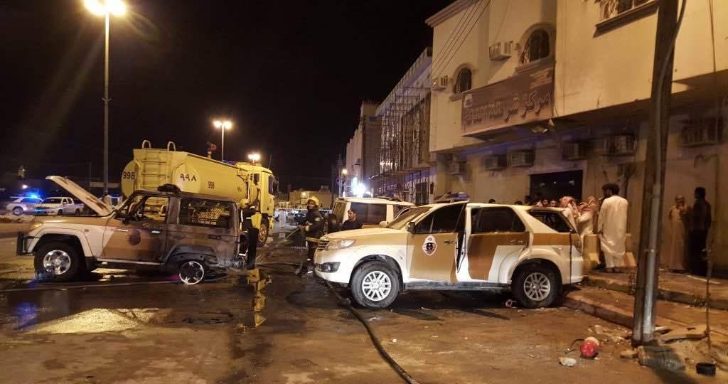 مدني الدلم يخمد حريق اندلع في مركبات للشرطة  (4)