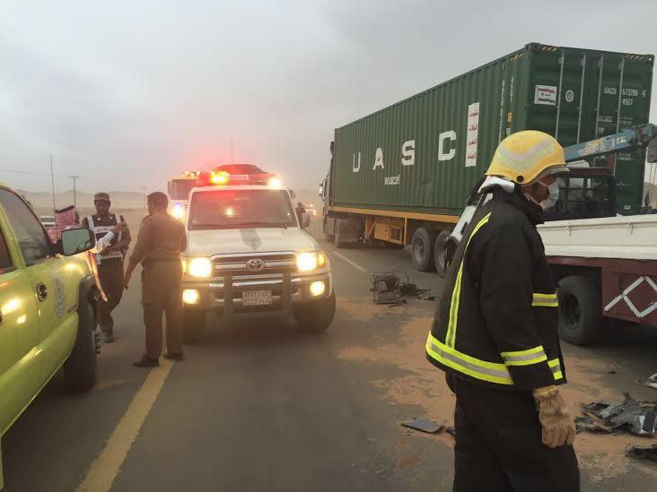 مدني الغزالة يباشر تصادم 4 شاحنات وعدد من المركبات1