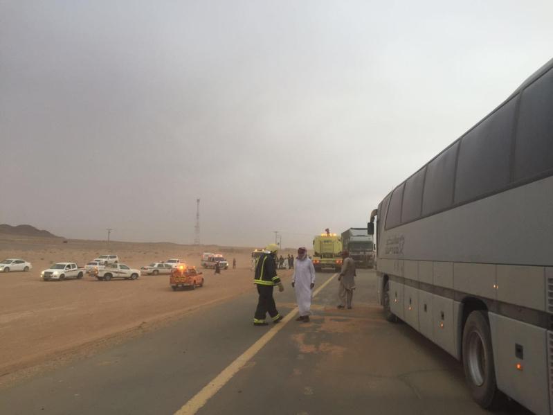 مدني الغزالة يباشر تصادم 4 شاحنات وعدد من المركبات3