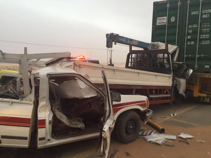 مدني الغزالة يباشر تصادم 4 شاحنات وعدد من المركبات4