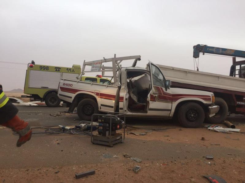 مدني الغزالة يباشر تصادم 4 شاحنات وعدد من المركبات5