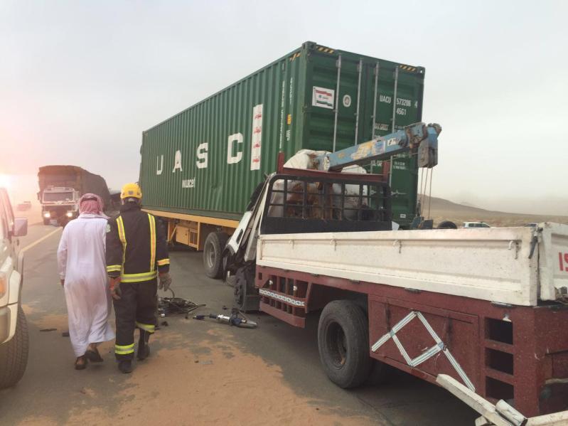 مدني الغزالة يباشر تصادم 4 شاحنات وعدد من المركبات6
