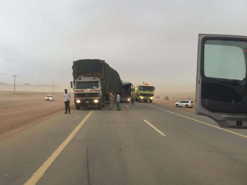 مدني الغزالة يباشر تصادم 4 شاحنات وعدد من المركبات7