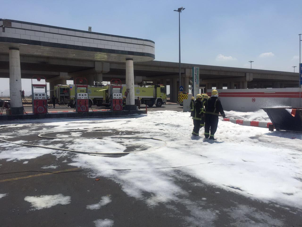 مدني المدينة يباشر تصاعد أدخنة من خزان محطة وقود (3)