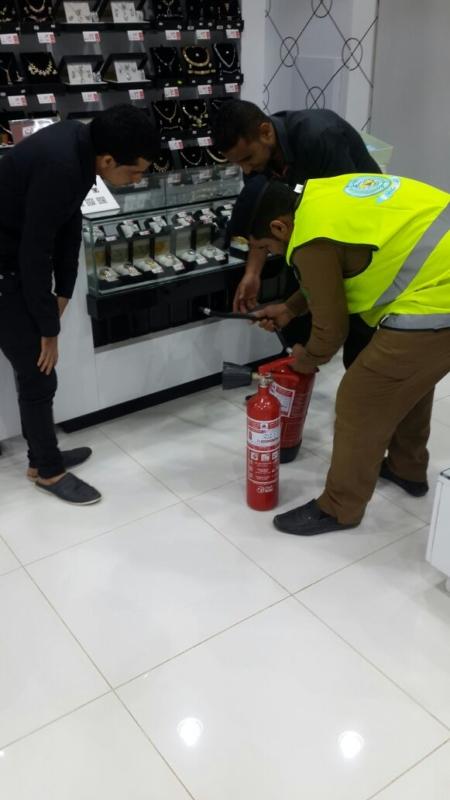 مدني جازان يكثف حملاته التفتيشية على المحال التجارية (366488205) 