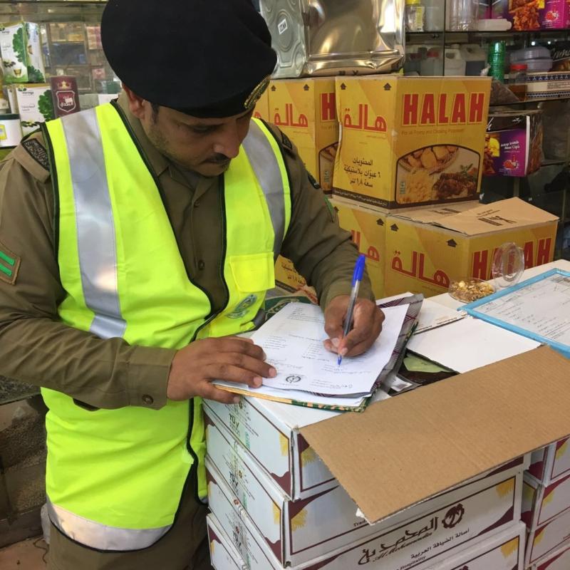 مدني جازان يكثف حملاته التفتيشية على المحال التجارية (366488210) 