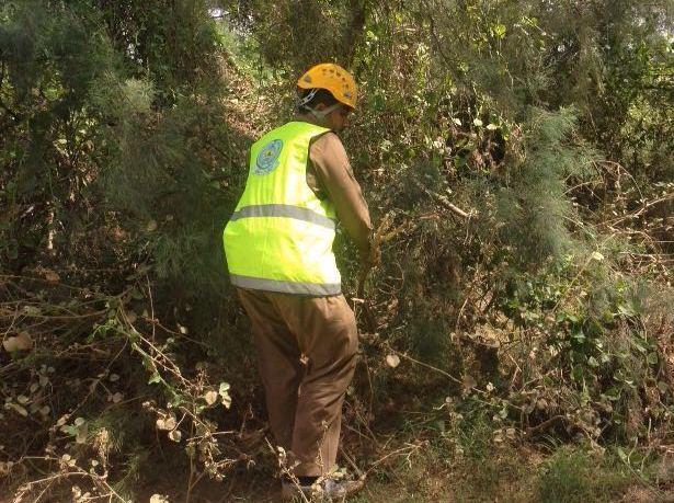مدني جازان يمشط وادي قصي لبحث عن مفقود وتصريف مياه سد وادي بيش (4)