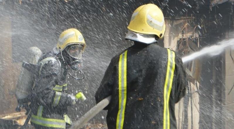 مدني جدة يُخمد حريقاً في فناء بحي مشرفة1