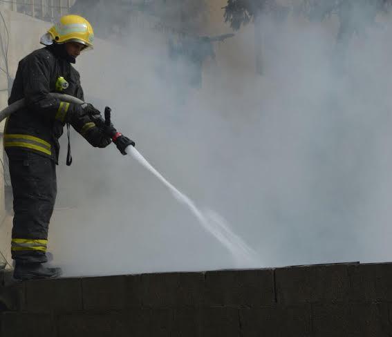 مدني جدة يُخمد حريقاً في فناء بحي مشرفة2