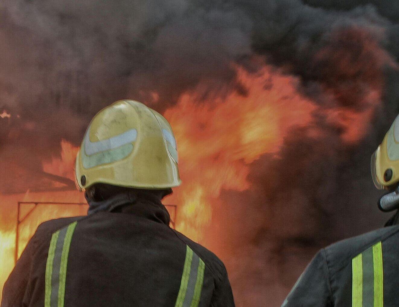 مدني حائل يباشر حريق بمباسط نسائية بسوق برزان (1)