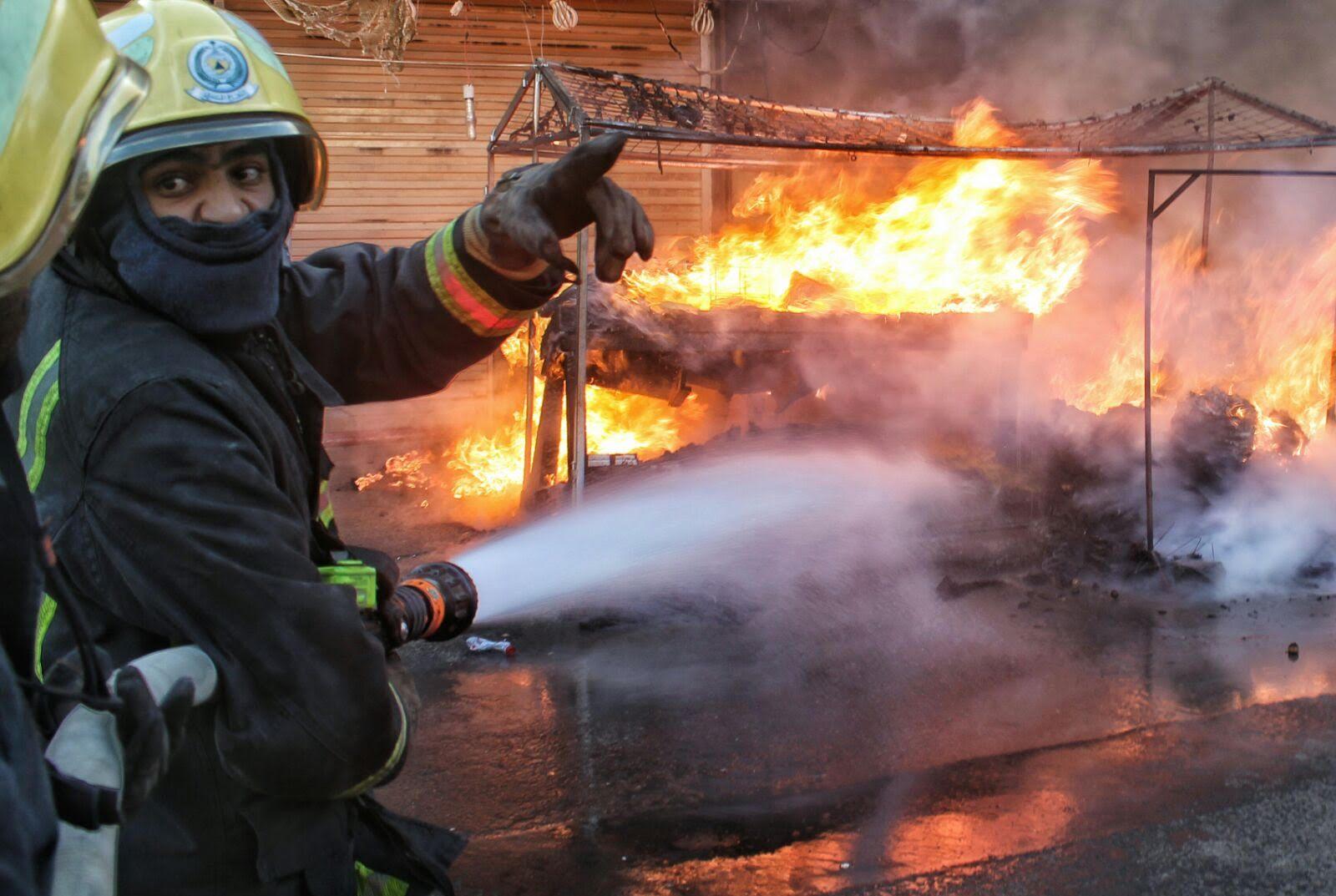 مدني حائل يباشر حريق بمباسط نسائية بسوق برزان (4)
