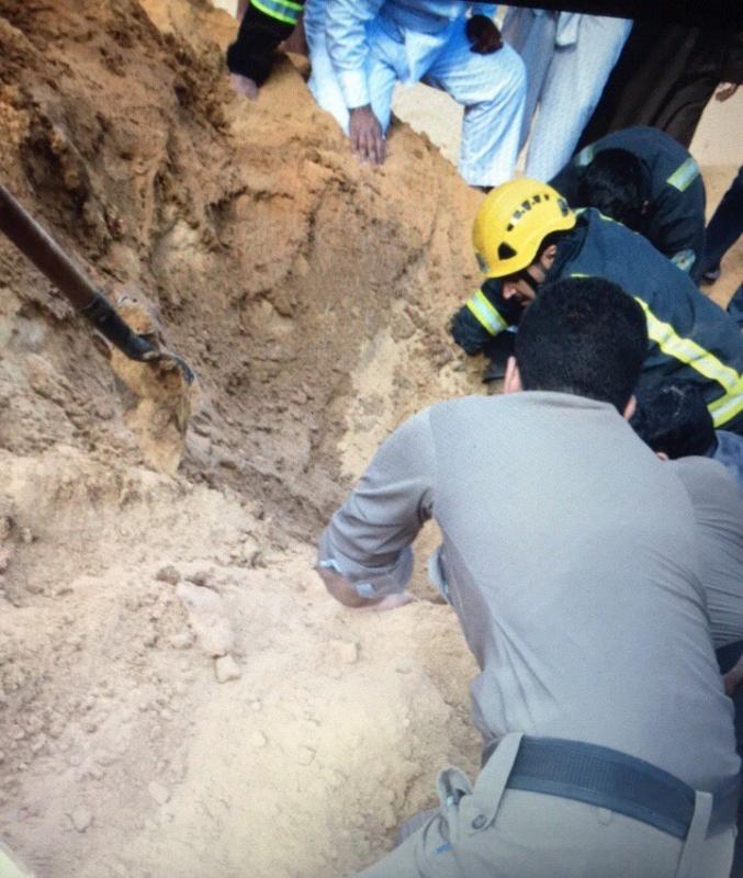 مدني حائل يخمد حريقا بسكن عمال وإنقاذ طفل في تبوك اُحتجز داخل رمل 1