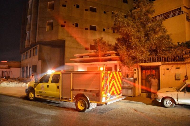 مدني حائل يخمد حريقا بسكن عمال وإنقاذ طفل في تبوك اُحتجز داخل رمل