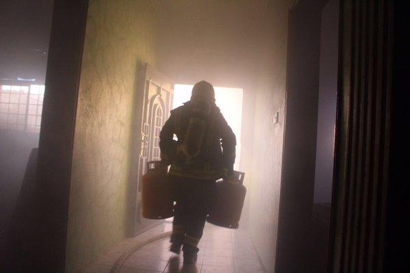 مدني سكاكا يخمد حريق بحي اللقائط (2)