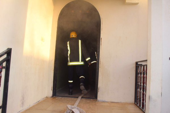 مدني سكاكا يخمد حريق بحي اللقائط (3)