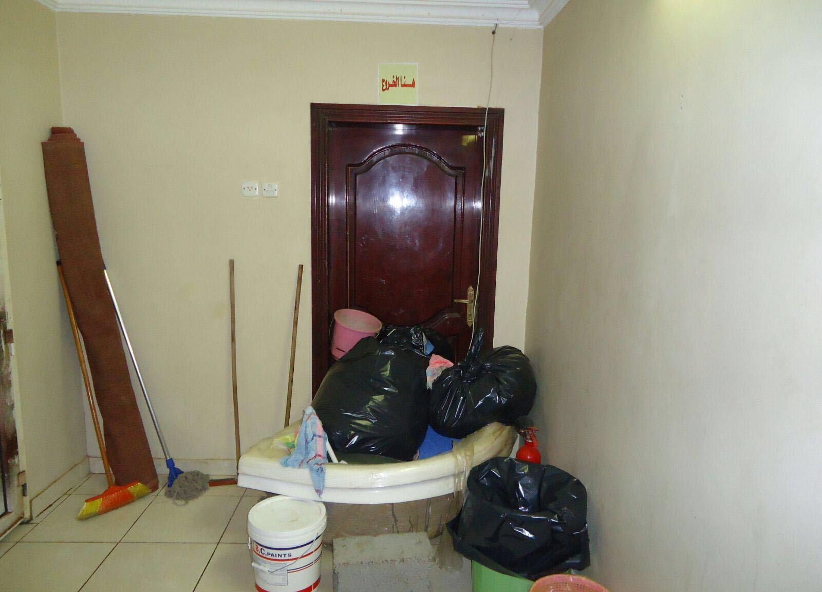 مدني صامطة يغلق فندق مخالف (4)
