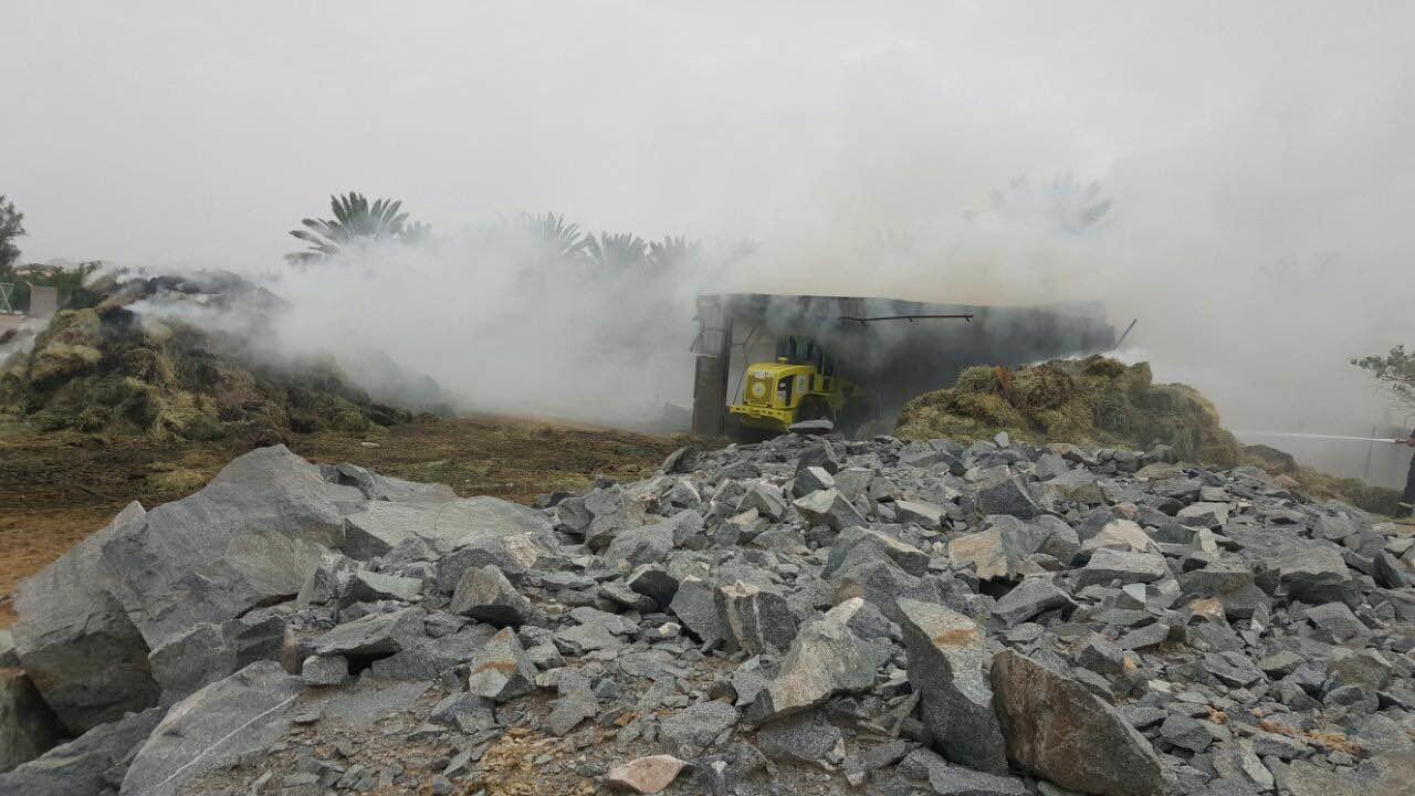 مدني محافظة طريب بعسير يخمد حريقا في بمستودع اعلاف يحوي (1)