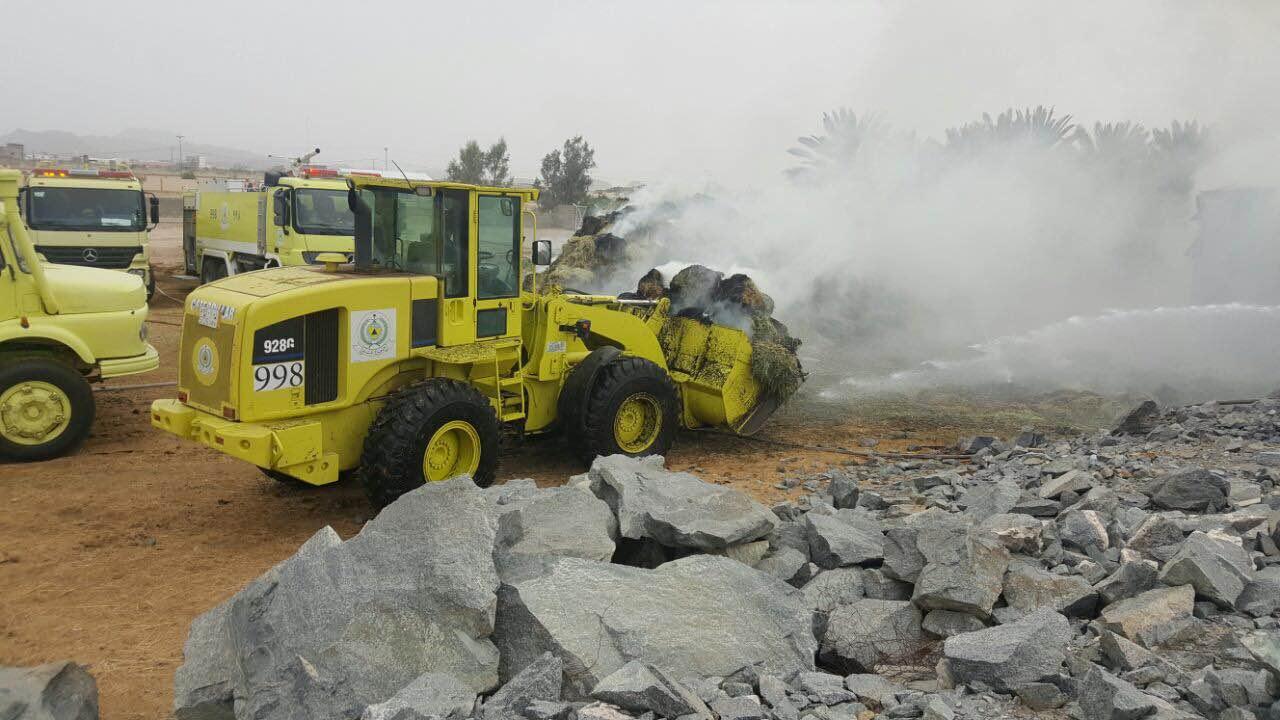 مدني محافظة طريب بعسير يخمد حريقا في بمستودع اعلاف يحوي (2)