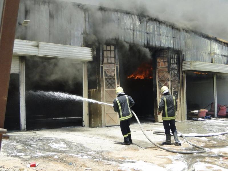 مدني مكة يسيطر على حريق في مستودع بمنطقة المعيصم (1)