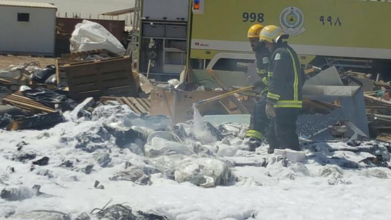 مدني ينبع يباشر حريقاً في شركة واحة الالياف الزجاجية