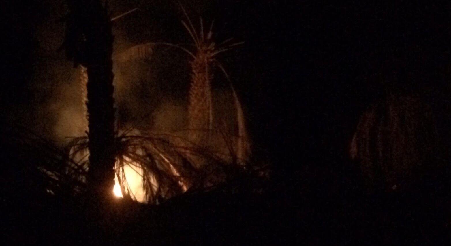 مدني-ينبع-يخمد-حريق-بمزارع-ابوقرن (5)