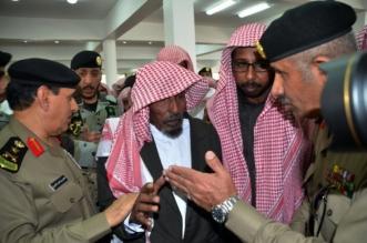 مدير الأمن العام يتقدم مشيعيالشهيد ال فائع في خميس مشيط (5)