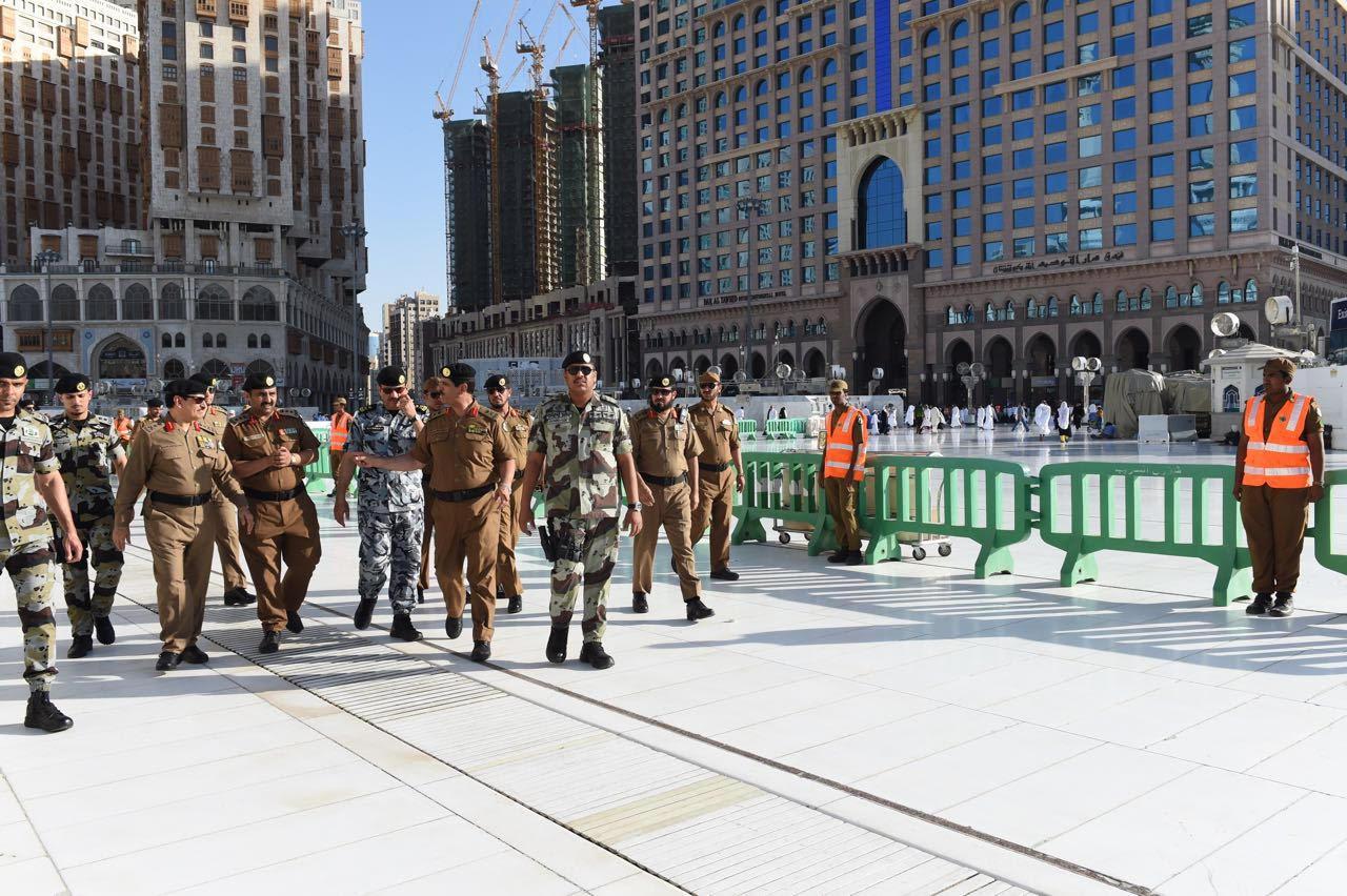 مدير الأمن العام يقف على تطبيق خطة أمن العمرة لشهر رمضان (1)
