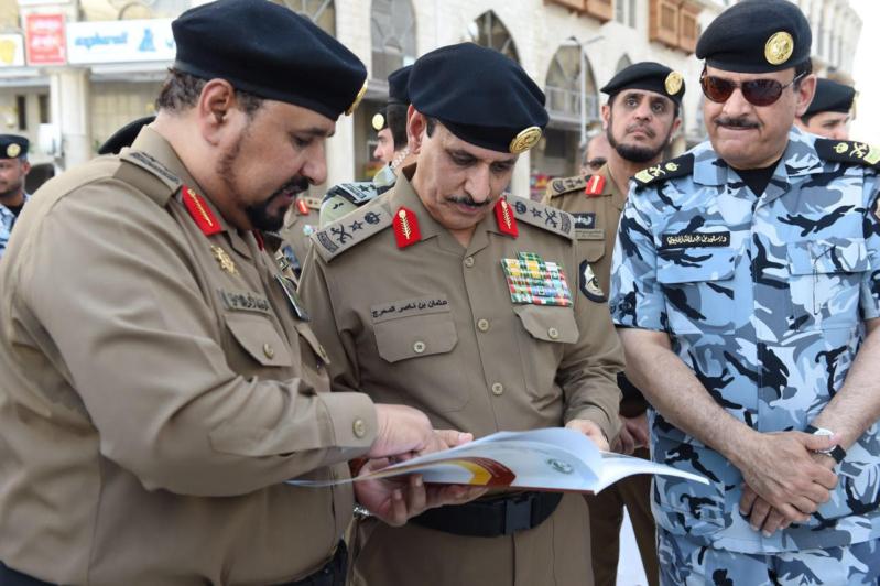 مدير الأمن العام يقف على تطبيق خطة أمن العمرة لشهر رمضان (2)