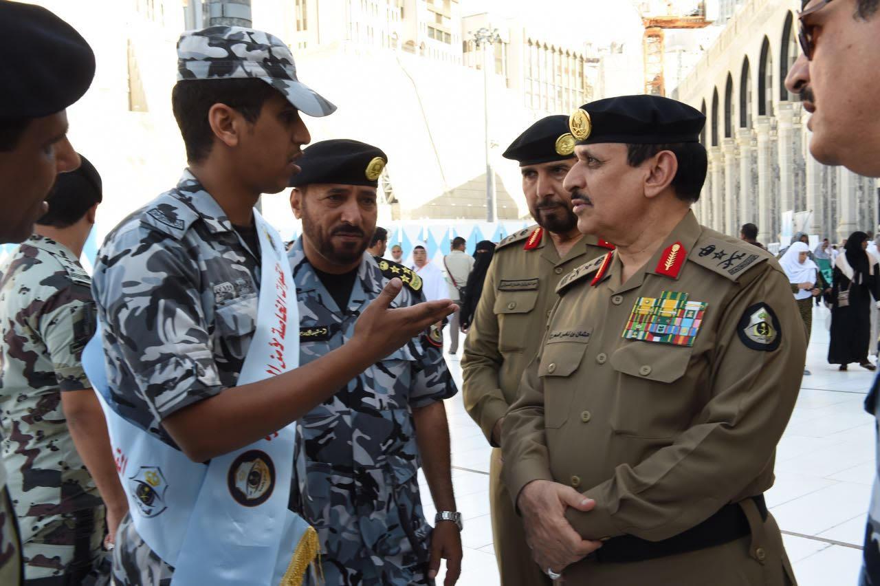 مدير الأمن العام يقف على تطبيق خطة أمن العمرة لشهر رمضان (4)