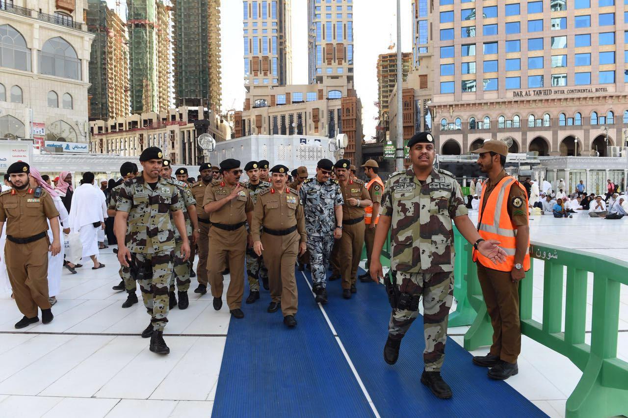 مدير الأمن العام يقف على تطبيق خطة أمن العمرة لشهر رمضان (5)
