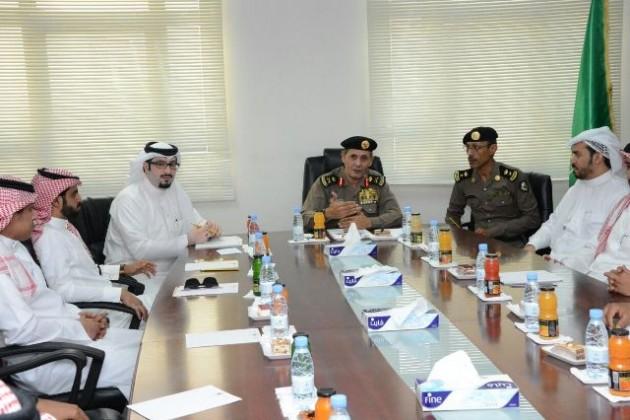 مدير الأمن العام يكرم مجموعة من منسوبي التحريات بجازان (1)