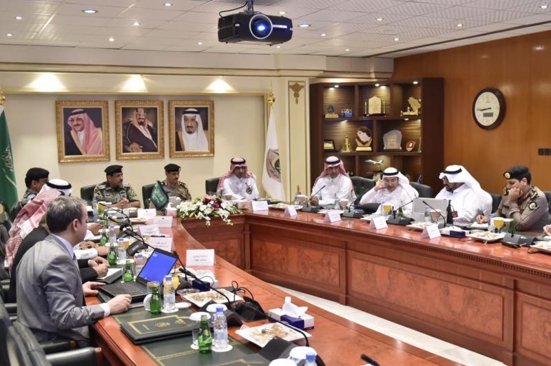 مدير الأمن العام يناقش مع أمين واعضاء هيئة تطوير مكة (1)