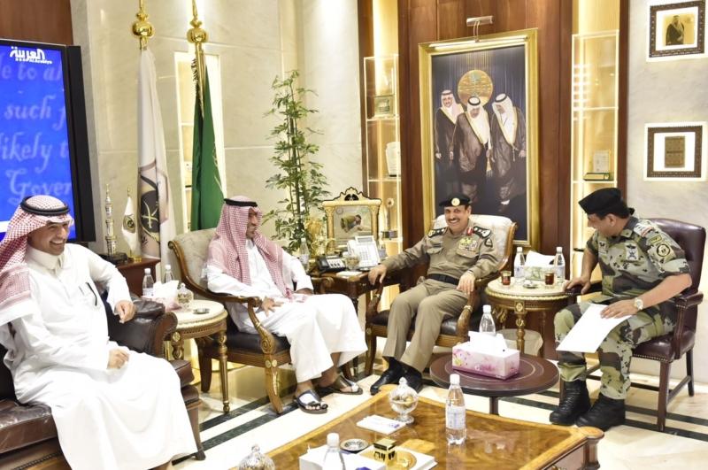 مدير الأمن العام يناقش مع أمين واعضاء هيئة تطوير مكة (34669057) 