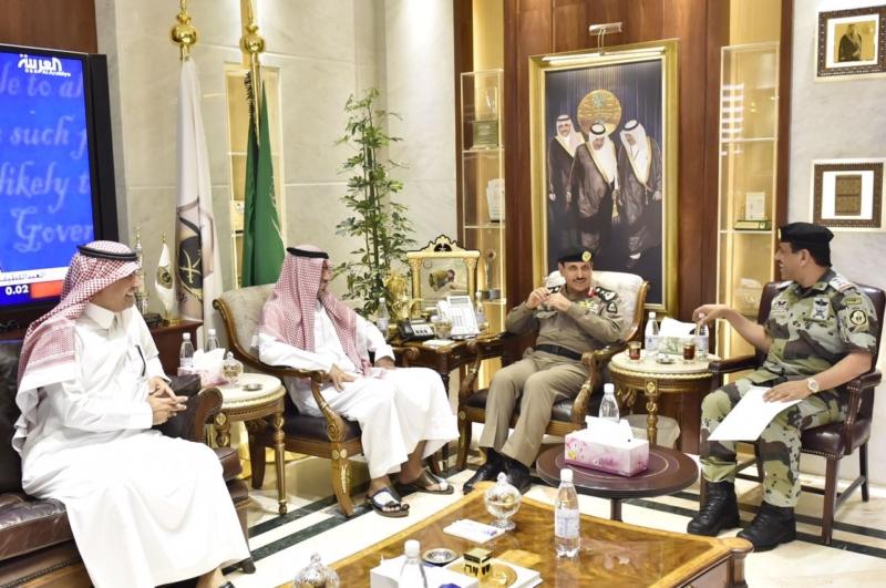 مدير الأمن العام يناقش مع أمين واعضاء هيئة تطوير مكة (34669059) 