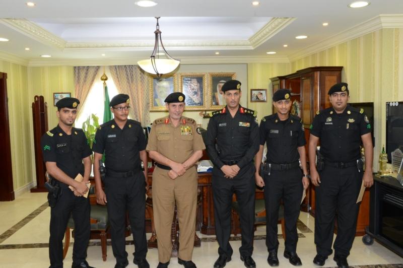 مدير اﻷمن العام يكرم المتميزين من الدوريات   (1) 