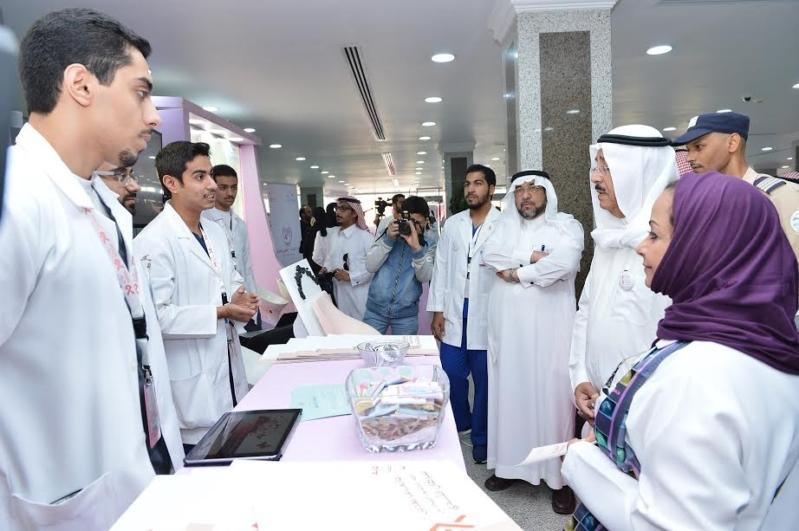 مدير جامعة الدمام يدشن حملة مكافحة سرطان الثدي بالخبر 1