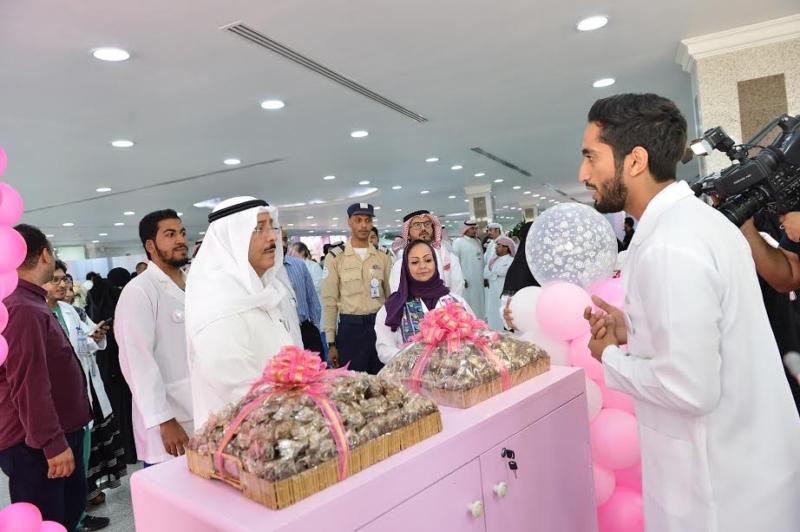 مدير جامعة الدمام يدشن حملة مكافحة سرطان الثدي بالخبر 2
