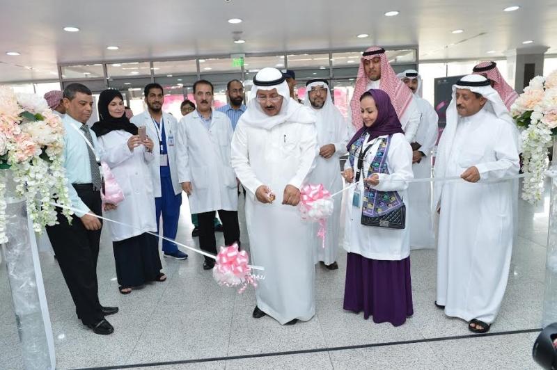 مدير جامعة الدمام يدشن حملة مكافحة سرطان الثدي بالخبر