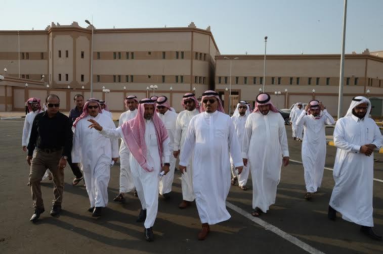 مدير جامعة الملك خالد يتفقد المجمع الأكاديمي الجديد بتهامة عسير 5