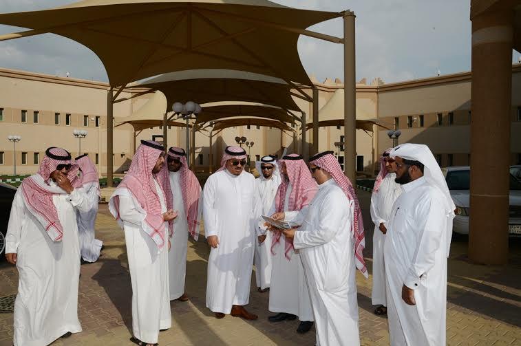 مدير جامعة الملك خالد يتفقد المجمع الأكاديمي الجديد بتهامة عسير