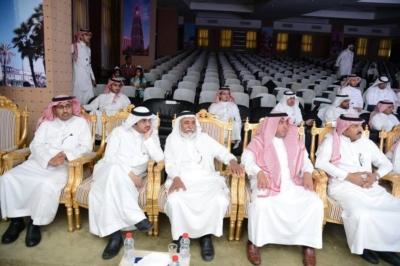 مدير جامعة  الملك خالد يدشن المركز الإعلامي  ويكرم المواطن (77213454) 