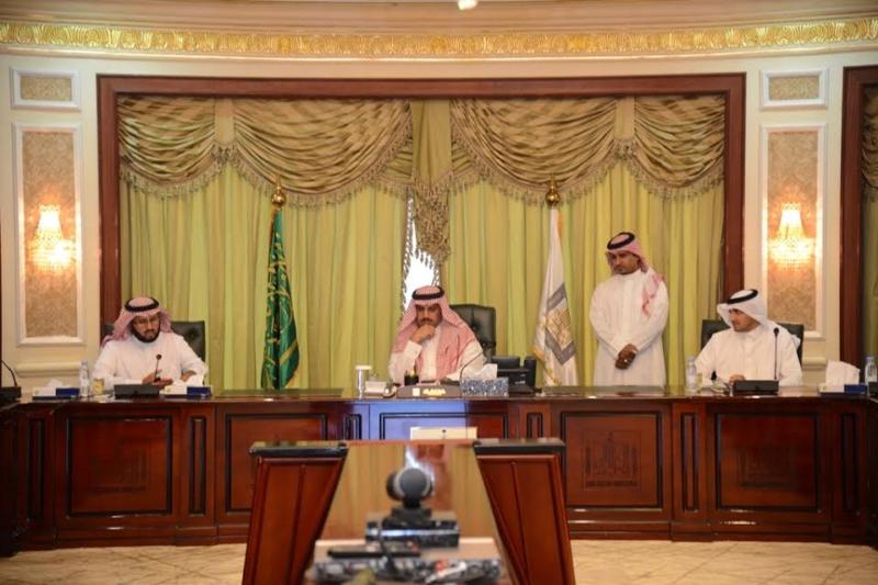 مدير جامعة الملك خالد يدشن بوابة نقل الطالبات الإلكترونية