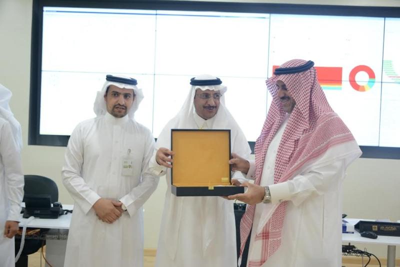 -جامعة-الملك-خالد-يزور-تقنية-المعلومات-ويشيد-بجهود-منسوبيها-3